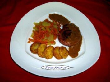 Bratwurstschnecke an Rotweinzwiebelsoße - Rezept