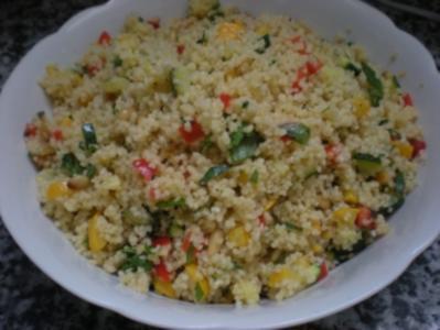 Couscous-Salat mit Gemüse und gerösteten Pinienkernen - Rezept