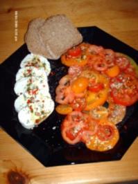 Tomatensalat mit Büffelmozzarella - Rezept