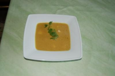 Curry-Ingwer-Cremesüppchen mit Mango- und Putenwürfeln - Rezept