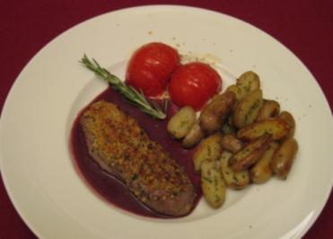 Rezept: Lammfilet mit Walnusskruste an Rosmarinkartoffeln