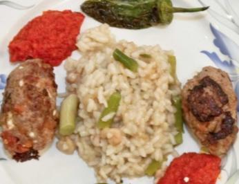 Cevapcici am Spies mit Gemüse und Paella à la Moni (Monica Ivancan) - Rezept