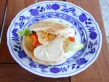 Pitabrötchen gefüllt mit Hähnchen und Gemüse - Rezept