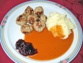 Koettbullar mit brauner Sauce und Preisselbeergelee - Rezept