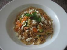 Spaghetti mit Gemüse, Shrimps und Fetasauce - Rezept