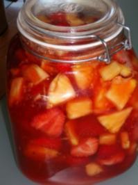 Erdbeer-Ananas-Rumtopf - Rezept