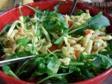 Nudelsalat mit Ruccola und Schafskäse - Rezept