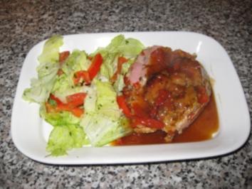 Paprika-Zwiebel-Fleischkäse auf Salat ...Bilder sind dabei - Rezept