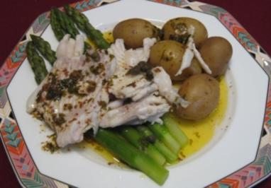 Rochen mit schwarzer Butter an Kartoffeln und grünem Spargel - Rezept