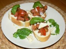 Schnelle Bruschetti mit Tomate, Basilikum und frischem Parmesan - Rezept