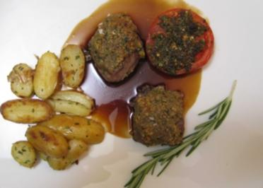 Lammlachse mit Walnusskruste in Lagreinsoße mit Kartoffeln und Grilltomate - Rezept