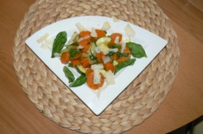 Zucchini-Möhren Salat - Rezept