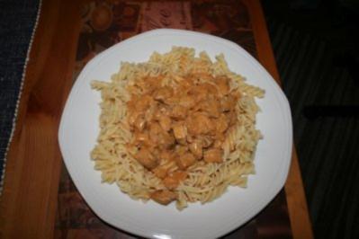 Rezept: Mittagessen: Nudeln mit Paprikarahmsoße