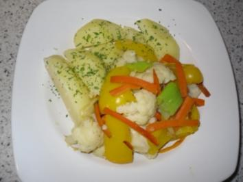 Bunte Gemüsepfanne mit Salzkartoffeln - Rezept