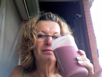 Sommerliches Früchte-Eis- Mixgetränk - Rezept