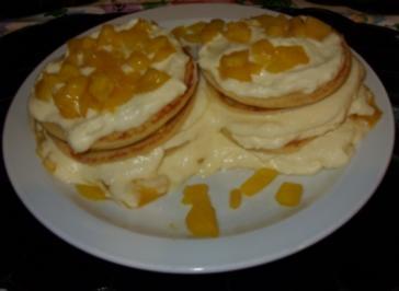 Süßer Mini-Pfannkuchen-Turm - Rezept