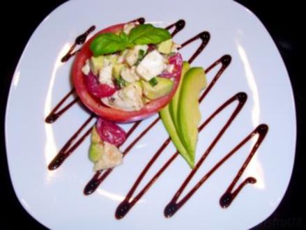 Avokadosalat in Tomaten gefüllt - Rezept