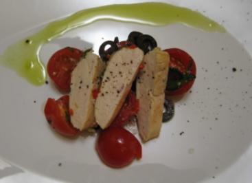 Chili Salbei Huhn an Tomaten-Olivensalat - Rezept