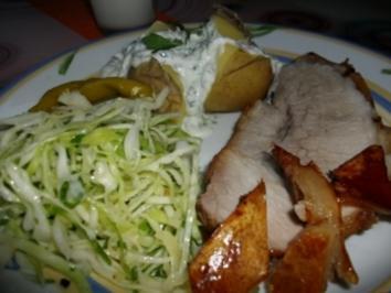 Krustenbraten mit Krautsalat und Folienkartoffel mit Kraüterquark - Rezept