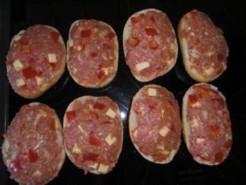 Gehacktes-Brötchen mit Käse und Paprika - Rezept