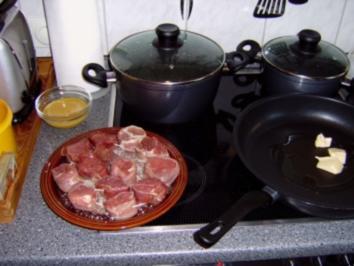 Schweinemedaillon im Speckmantel gebraten mit Gorgonzolasauce, bunte Nudeln & Zucchinigemüse - Rezept