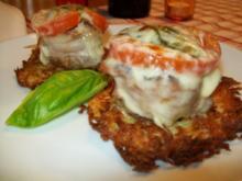 Medaillions unter Tomate-Basilikum-Mozarella-Haube auf Erdapfel-Parmesan-Rösti - Rezept - Bild Nr. 2