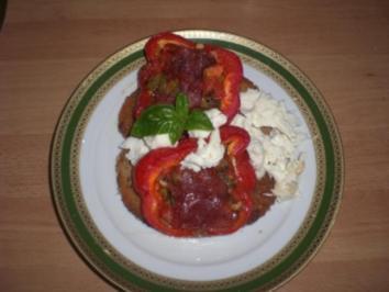 gebackene paprikaschoten mit chilis und tomaten - Rezept