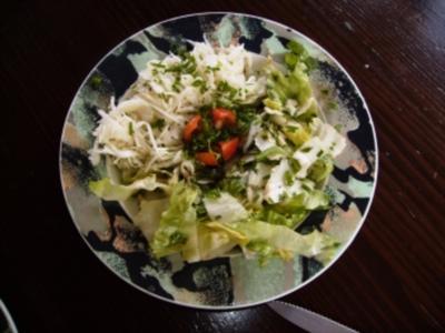Rindshuft am Stück, grilliert im Smooky-Grill, gemischter Salat und Spaghetti und Tomatensauce - Rezept