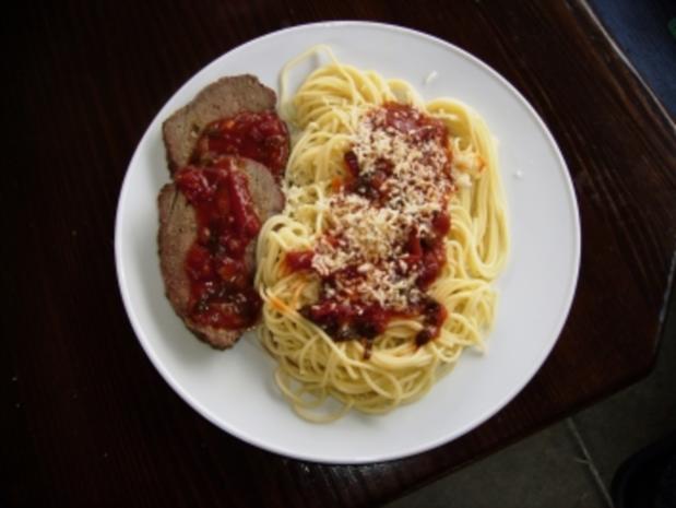 Rindshuft am Stück, grilliert im Smooky-Grill, gemischter Salat und Spaghetti und Tomatensauce - Rezept - Bild Nr. 2