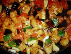 Gemüsepfanne mit Auberginen, Zucchini und Tomaten - Rezept