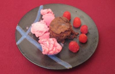 Torta Caprese mit Himbeereis - Rezept