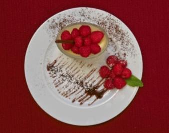 Rezept: Helle Creme mit Himbeeren (Moritz A. Sachs)