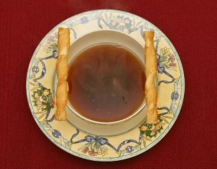 Klare Ochsenschwanzsuppe mit einem Schuss Sherry (Dolly Buster) - Rezept