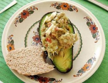Abacate à moda da Funchal ( Gefüllte Avocados ) - Rezept - Bild Nr. 2