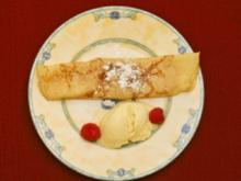 Palatschinken mit Aprikosenmarmelade und Vanilleeiskugel (Dolly Buster) - Rezept