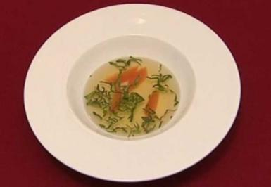 Tomatenconsommé mit Basilikumöl und Grapefruitfilets (Margot Werner) - Rezept