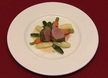 In Kräutern pochiertes Kalbsfilet mit Meerrettichsoße, Gemüse und Kartoffeln (Margot Werner) - Rezept