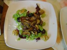Gebratene Steinpilze an zweierlei Salat - Rezept