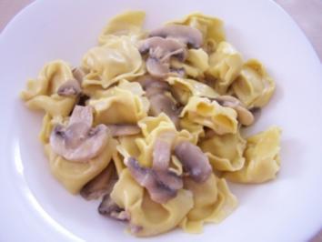 Tortellini mit Pilz-Sahne-Sauce - Rezept
