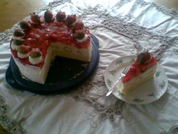 Windbeutel- Torte mit Erdbeeren und Eierlikör - Rezept