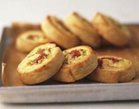 Pikant gefüllte Hefeschnecken-Zwiebelschnecken - Rezept