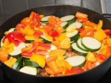 Hähnchenkeulen mit Schmorgemüse und Rosmarienkartoffeln - Rezept