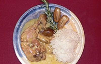 Rezept: Karamellisierte Hähnchenschenkel in Knoblauch-Rosmarinsoße