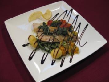 Toskanische Dorade mit Tomaten, Zucchini und Oliven - Rezept