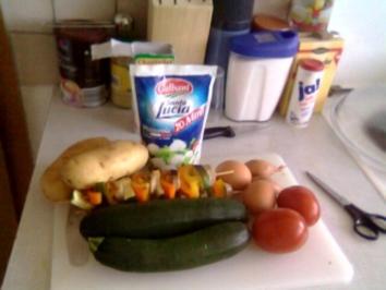 Resteverwertung mal anders! Eine Bratwurst-Zucchini-Nudel-Kartoffel Pfanne - Rezept