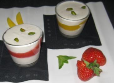 Kardamomcreme mit zweierlei Soßen von Mango und Erdbeere - Rezept