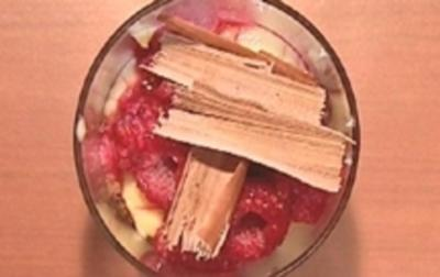 Himbeertrifle mit Vanillecreme und Schokoraspeln - Rezept