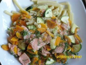 Räucherlachs mit Gemüse in Sahnesoße und Pasta - Rezept