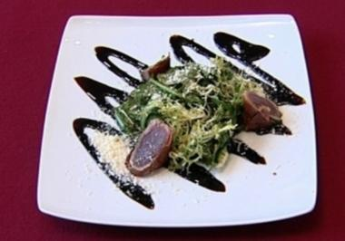 Tunfischsaltimbocca auf Rucola, Parmesan und Balsamico-Reduktion (Mark Kühler) - Rezept