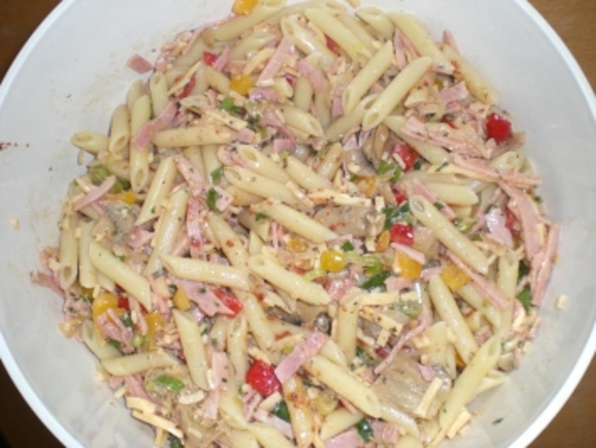 Nudelsalat italienisch - Rezept mit Bild - kochbar.de
